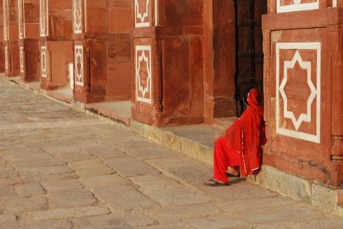 Femme en rouge - Humayun's tomb